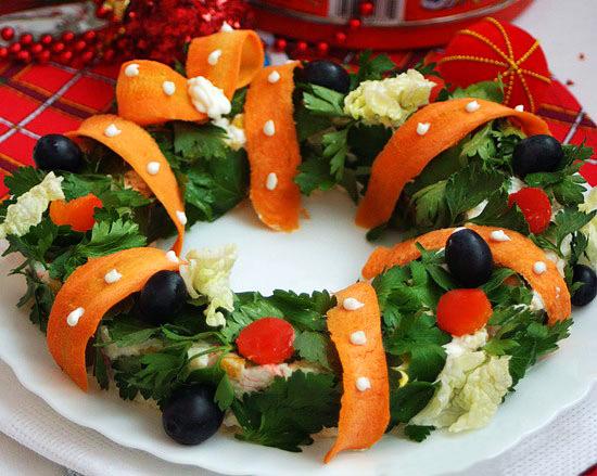 Украшение новогодних салатов