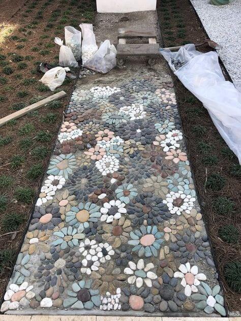 Декор сада камнями