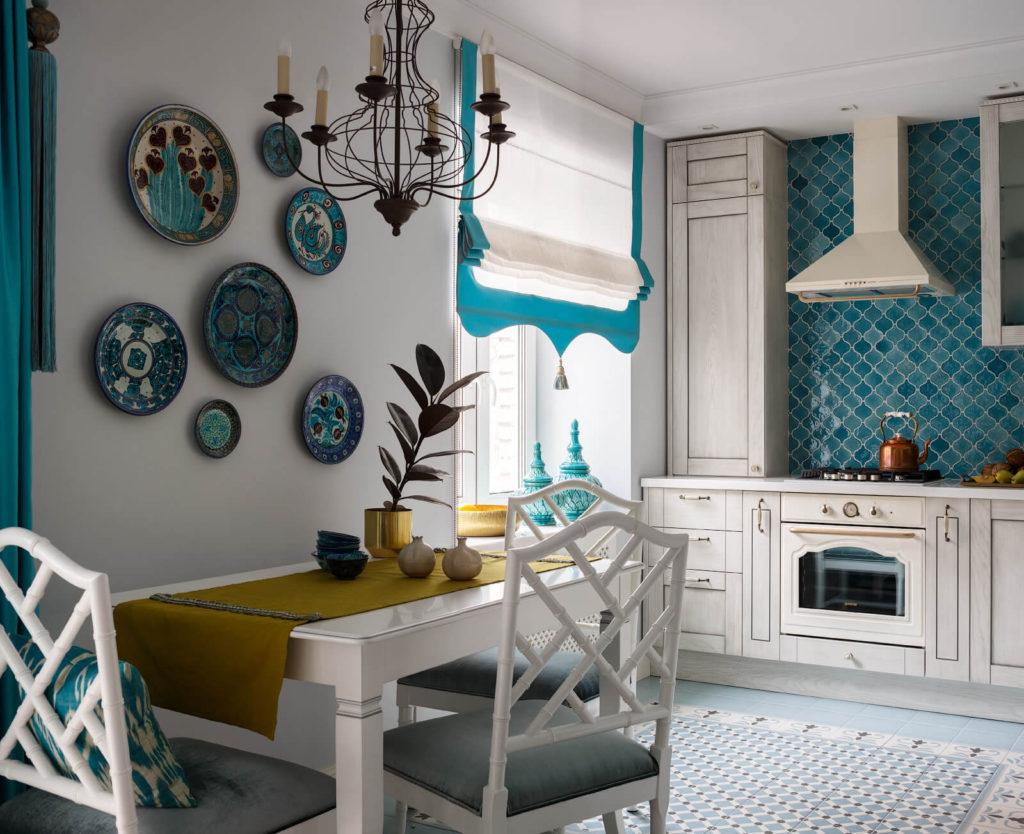 Обеденный стол на кухне