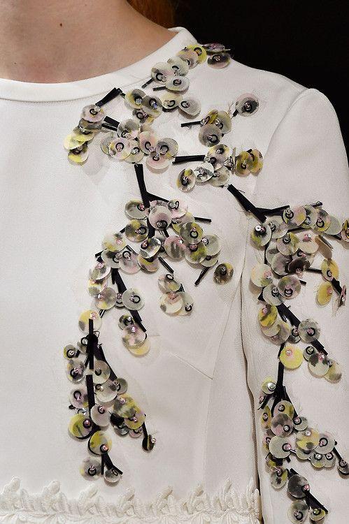 Вышивка и аппликация на одежде