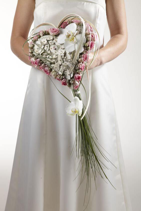Под, букет невесты сердцем