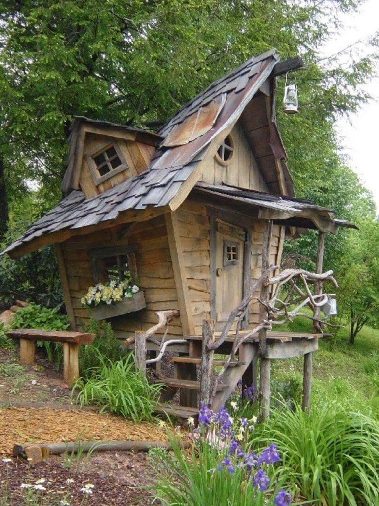 Декоративный домик для сада