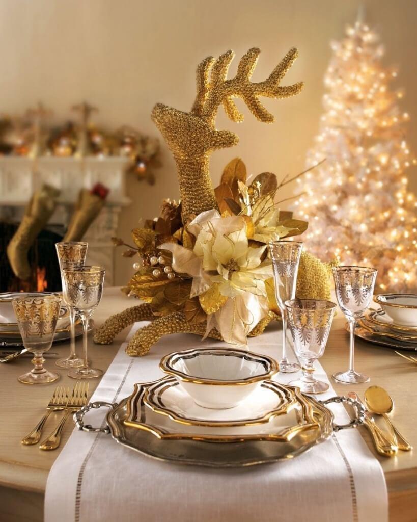 Новогодний стол - декор в золотой гамме