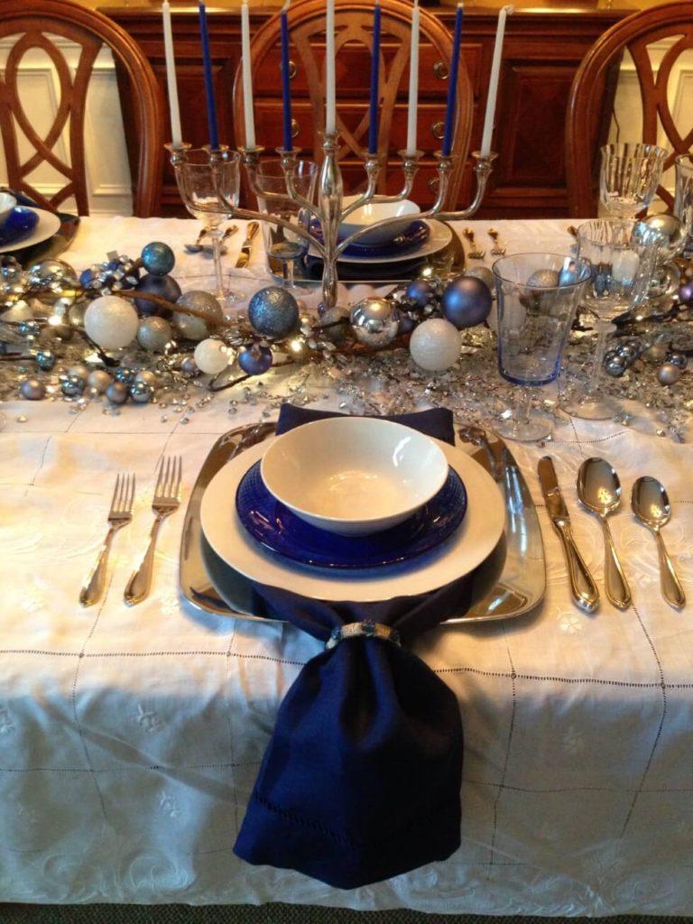 Новогодний стол - декор в синем цвете и серебро