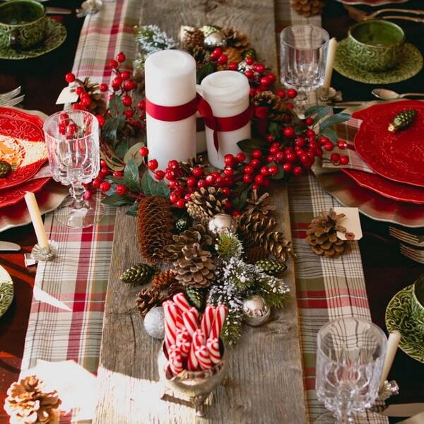 Новогодний стол - декор в красном цвете