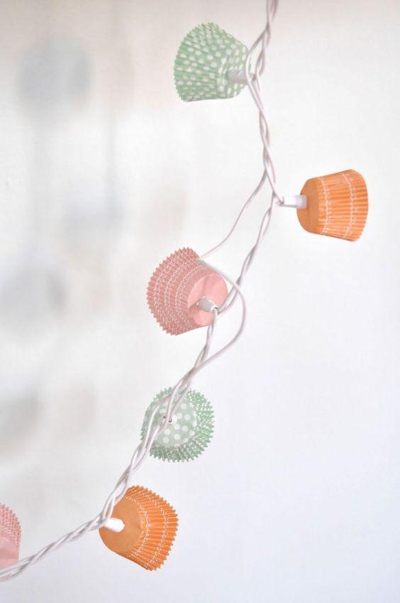 Гирлянды из оберток от капкейков
