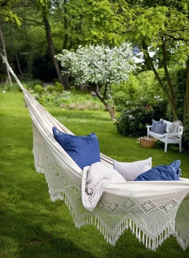 Уютный уголок в саду