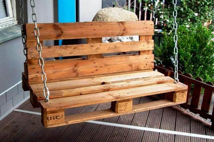 Качели из деревянных поддонов