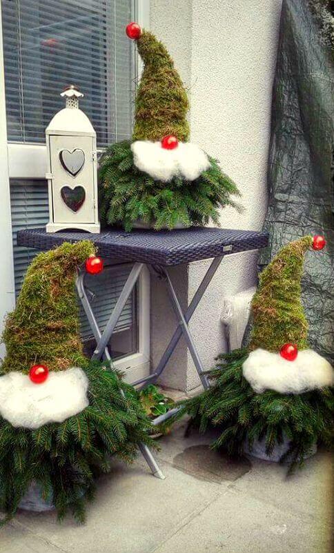 Как украсить двор к Новому году своими руками