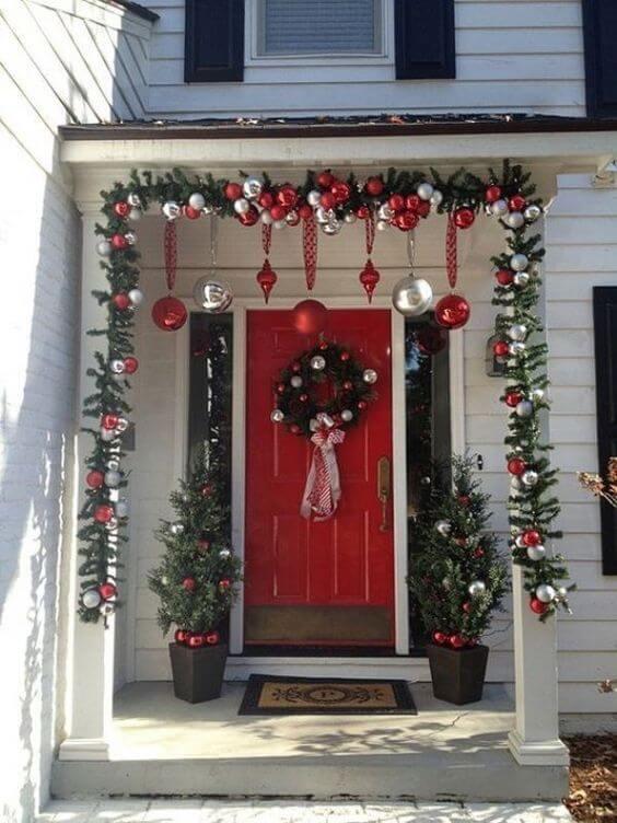 Рождественский декор на входную дверь