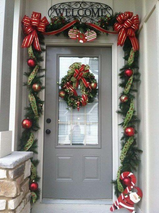 Рождественский декор: 30 идей как украсить входную дверь