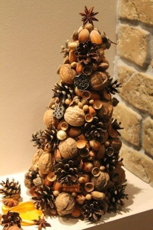 Съедобная елка из орехов